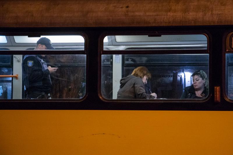 Оторвалось сиденье: в Днепре в трамвае серьезно пострадала женщина (фото)